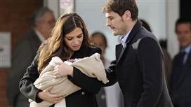كاسياس وسارا «الحامل» دخلا «القفص الذهبي».. وضيف وحيد حضر الزفاف!