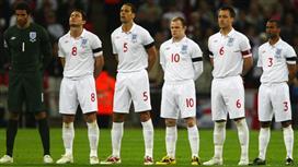 هودجسون يستشير بمدافع إنجلترا السابق لحل المشاكل الدفاعية!