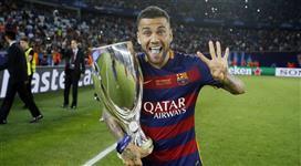 سبورت الكتلونية: داني ألفيس سيبقى مع برشلونة لموسم أخير