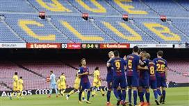 صحيفة كاتلونية تكشف موقف لاعبي برشلونة من قضية تأجيل مباراة لاس بالماس