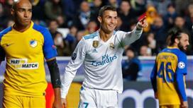 بالفيديو.. شاهد كيف تعامل رونالدو بطريقة خاصة مع الصحفيين بعد مباراة أبويل وماذا قال لهم