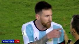 بالفيديو - الفيفا يوقف ميسي.. بعد إهانته لحكم برازيلي
