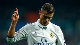 صحيفة بريطانية تكشف سبب بقاء كريستيانو في ريال مدريد هذا الموسم