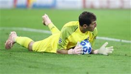 كاسياس يرمي الكرة في ملعب إنريكي
