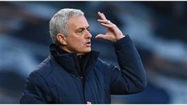 مورينيو غاضب بشدة من نجومه بعد الهزيمة أمام ليستر