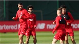 رئيس ليفربول يطالب باستكمال الدوري الإنجليزي